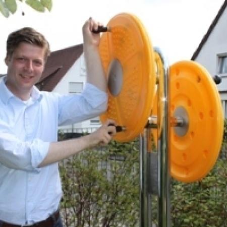 Bundestagsabgeordneter Dr. Stefan Heck besucht den Mehrgenerationenplatz